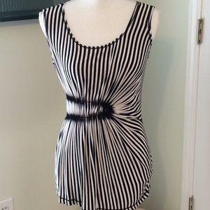 🦋MAX STUDIO blk/wht strip sleeveless stretchy top